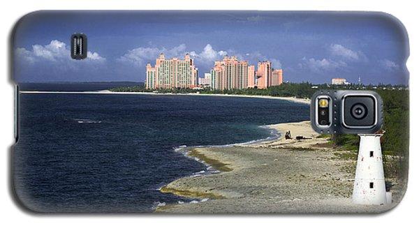Lighthouse On Colonial Beach With Atlantis Paradise Resort Bahamas Galaxy S5 Case