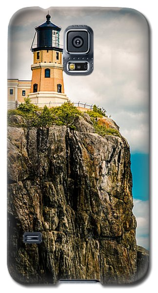 Galaxy S5 Case featuring the photograph Lighthouse On Split Rock by Mark David Zahn