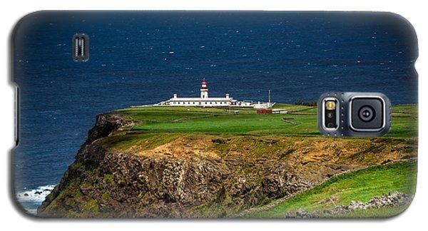 Galaxy S5 Case featuring the photograph Lighthouse Ponta Do Albernaz by Edgar Laureano