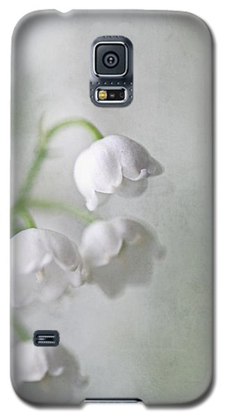 Galaxy S5 Case featuring the photograph Lilies Of The Valley by Annie Snel