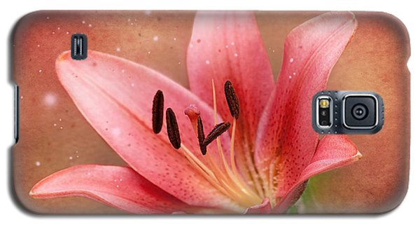 Galaxy S5 Case featuring the photograph Lily by Ann Lauwers