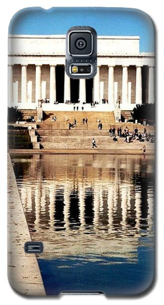 Galaxy S5 Case featuring the photograph Lincoln Memorial by Daniel Thompson