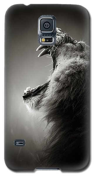 Portraits Galaxy S5 Case - Lion Displaying Dangerous Teeth by Johan Swanepoel