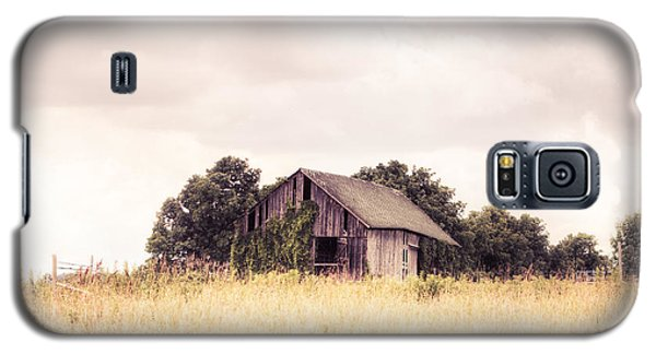 Galaxy S5 Case featuring the photograph Little Old Barn In A Field - Landscape  by Gary Heller