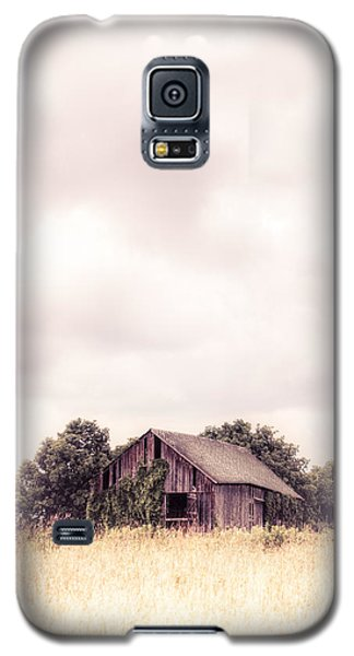 Galaxy S5 Case featuring the photograph Little Old Barn In The Field - Ontario County New York State by Gary Heller