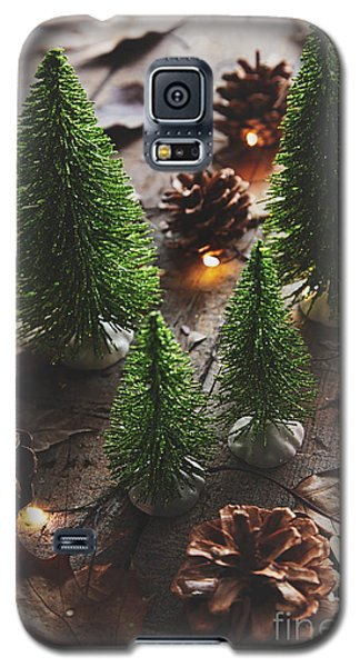 Little Trees With Pine Cones And Leaves  Galaxy S5 Case