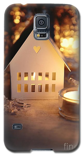 Little White House Lit With Candle For The Holidays Galaxy S5 Case