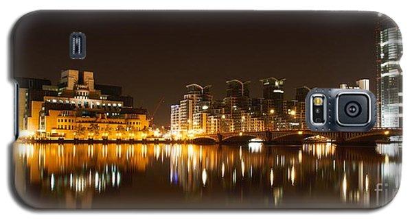 Galaxy S5 Case featuring the photograph London 3 by Mariusz Czajkowski