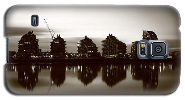 Galaxy S5 Case featuring the photograph London Bw 1 by Mariusz Czajkowski