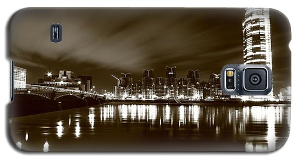 Galaxy S5 Case featuring the photograph London Bw 2 by Mariusz Czajkowski