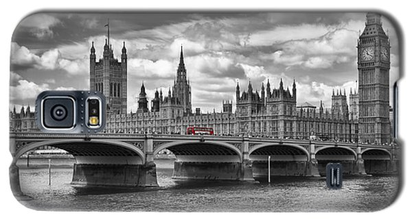 London - Houses Of Parliament And Red Buses Galaxy S5 Case by Melanie Viola