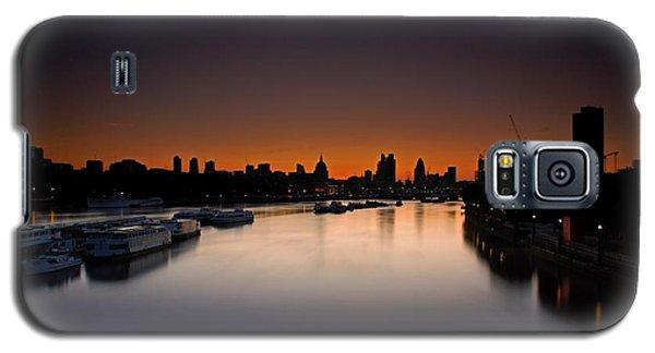 Galaxy S5 Case featuring the photograph London Sunrise by Mariusz Czajkowski
