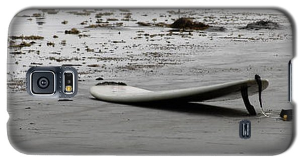 Galaxy S5 Case featuring the photograph Lonely Surfboard by Chris Thomas