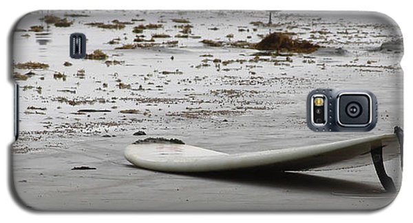 Galaxy S5 Case featuring the photograph Lonely Surfboard Lg by Chris Thomas