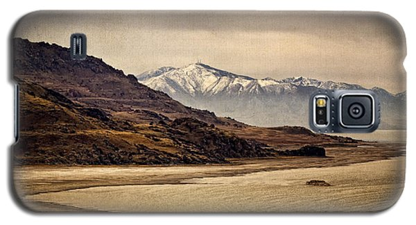 Galaxy S5 Case featuring the photograph Lonesome Land by Priscilla Burgers