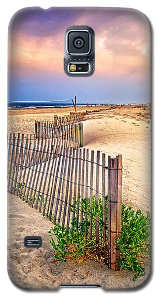 Looking Down The Beach Galaxy S5 Case