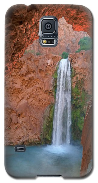 Looking Out From The Cave Galaxy S5 Case by Alan Socolik