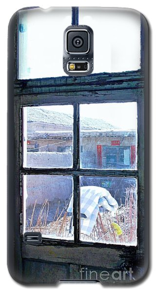 Galaxy S5 Case featuring the photograph Looking Out The Kitchen Door In February by Ethna Gillespie