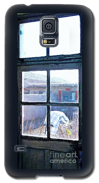 Looking Out The Kitchen Door In February Galaxy S5 Case by Ethna Gillespie
