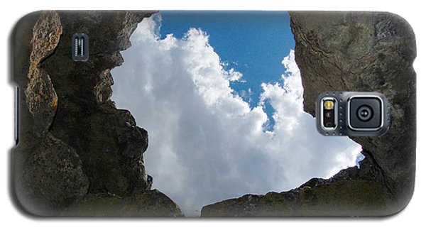 Galaxy S5 Case featuring the photograph Looking Up by Debra Thompson
