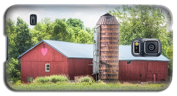 Galaxy S5 Case featuring the photograph Love Barn by Gary Heller