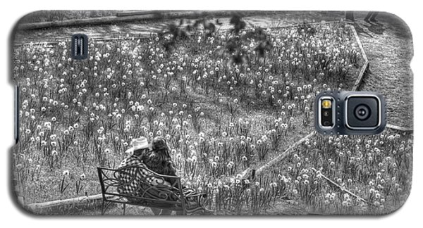 Lovers On Daffodil Hill Galaxy S5 Case