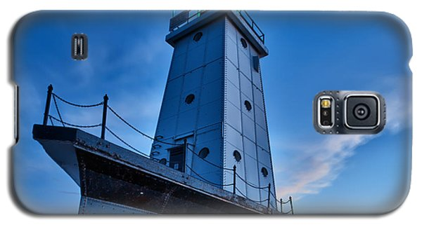 Galaxy S5 Case featuring the photograph Ludington Lighthouse by Sebastian Musial
