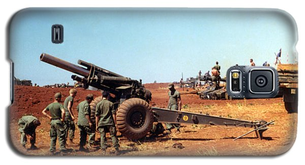 M114 155 Mm Howitzer Was A Towed Howitzer 4th Id Pleiku Vietnam Novembr 1968 Galaxy S5 Case