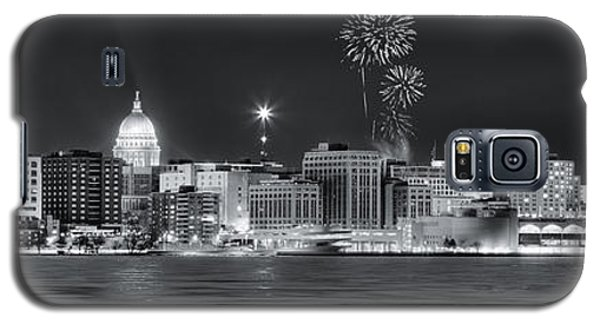 Madison - Wisconsin -  New Years Eve Panorama Black And White Galaxy S5 Case by Steven Ralser