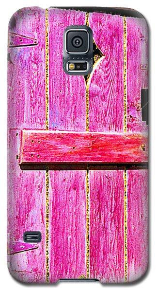 Magenta Painted Door In Garden  Galaxy S5 Case by Asha Carolyn Young and Daniel Furon