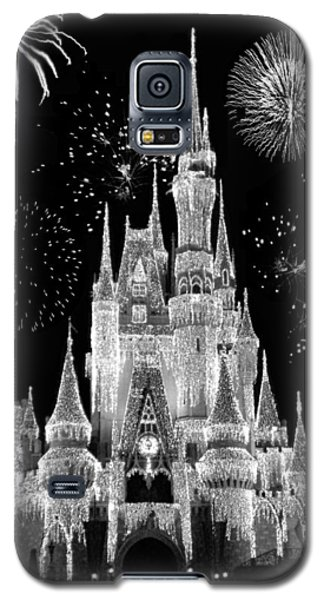 Magic Kingdom Castle In Black And White With Fireworks Walt Disney World Galaxy S5 Case by Thomas Woolworth