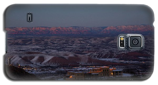 Magic Light Red Rocks With Snow Galaxy S5 Case
