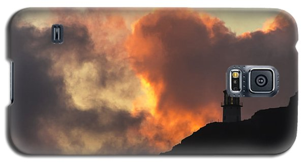 Galaxy S5 Case featuring the photograph Makapuu Lighthouse Sunrise 1 by Leigh Anne Meeks