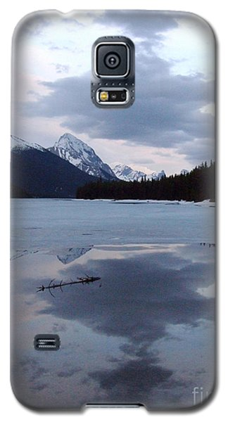 Maligne Lake - Reflections Galaxy S5 Case by Phil Banks