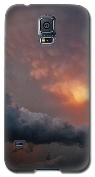 Galaxy S5 Case featuring the photograph Mammatus At Sunset by Ed Sweeney