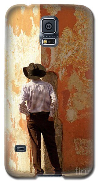 Galaxy S5 Case featuring the photograph Man On The Corner Antigua Guatemala by John  Mitchell