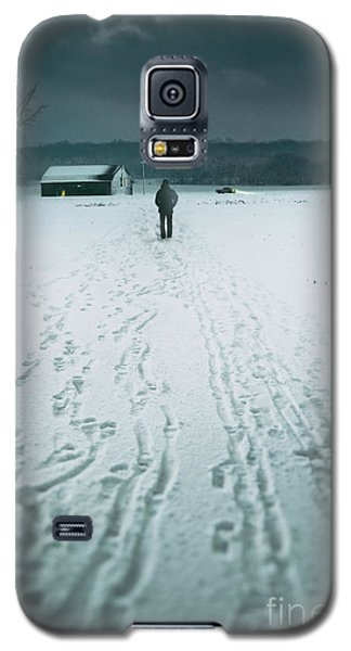 Man Walking In The Distance Towards A Barn Galaxy S5 Case