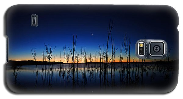 Galaxy S5 Case featuring the photograph Manasquan Reservoir At Dawn by Raymond Salani III