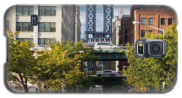 Galaxy S5 Case featuring the photograph Manhattan Bridge From Dumbo by Jose Oquendo