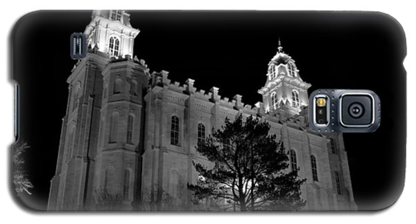 Manti Temple Black And White Galaxy S5 Case by David Andersen
