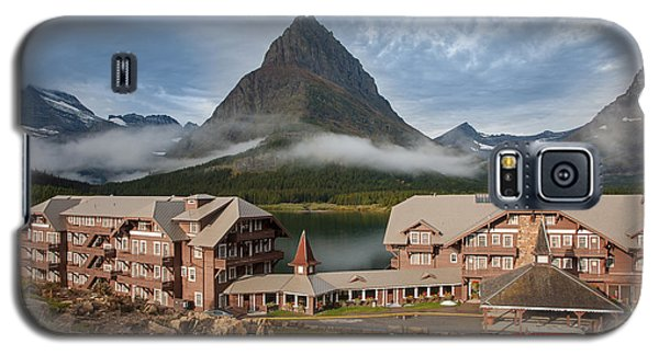 Many Glacier Hotel Galaxy S5 Case by Jack Bell