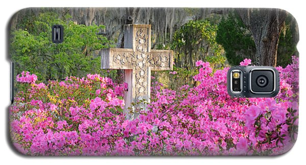 Galaxy S5 Case featuring the photograph Marble Cross And Azaleas by Bradford Martin