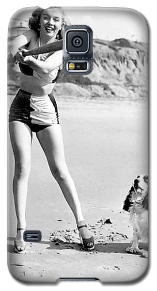 Marilyn Playing Baseball At The Beach Galaxy S5 Case