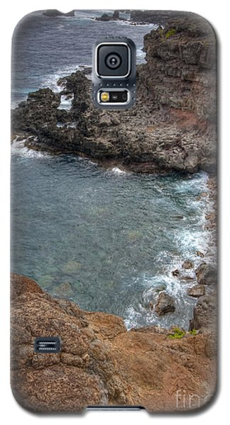 Galaxy S5 Case featuring the photograph Maui Cliff by Bryan Keil