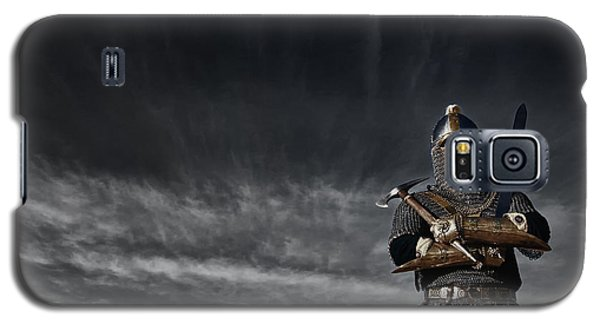 Medieval Knight With Sword And Axe Galaxy S5 Case by Holly Martin