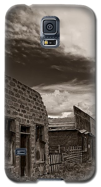 Galaxy S5 Case featuring the photograph Memories Of Ludlow by Priscilla Burgers