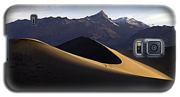 Galaxy S5 Case featuring the photograph Mesquite Dunes At Dawn by Joe Schofield