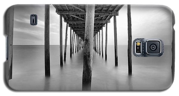 Midday Under The Pier Galaxy S5 Case by Edward Kreis