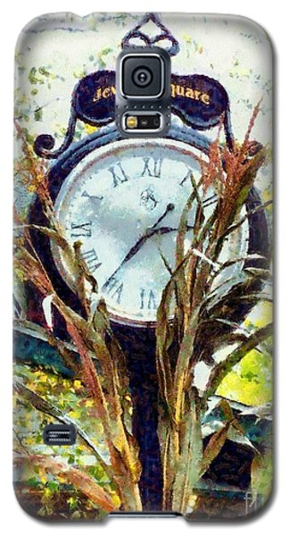 Galaxy S5 Case featuring the photograph Milford Pa - Jewelry Square Street Clock - Autumn by Janine Riley