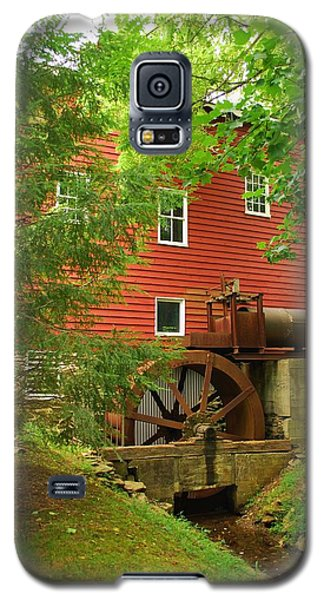 Galaxy S5 Case featuring the photograph Grist Mill Water Wheel by Bob Sample